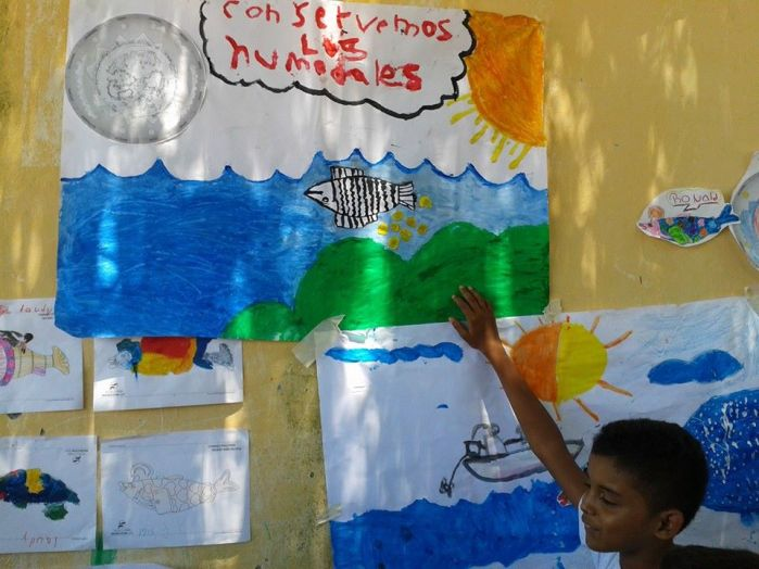 Kids explaining their painting relative to potadromous migrations in Magdalena River, Colombia.